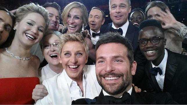 Samsung donará un dólar por cada «retuit» del «selfie» de los Oscar