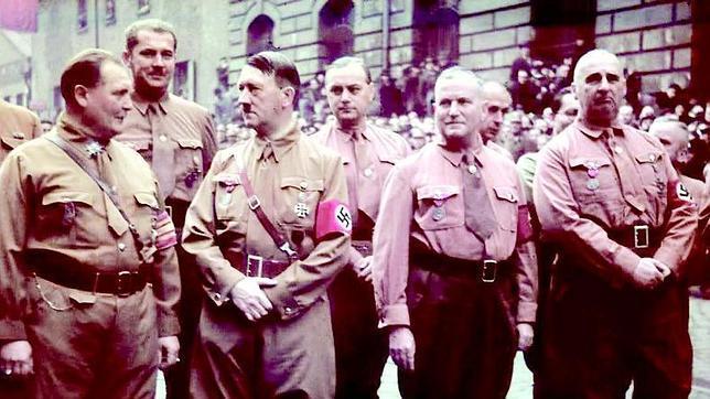 Los dirigentes del Partido Nazi, con sus camisas pardas, en los años de lucha por el control de Alemania