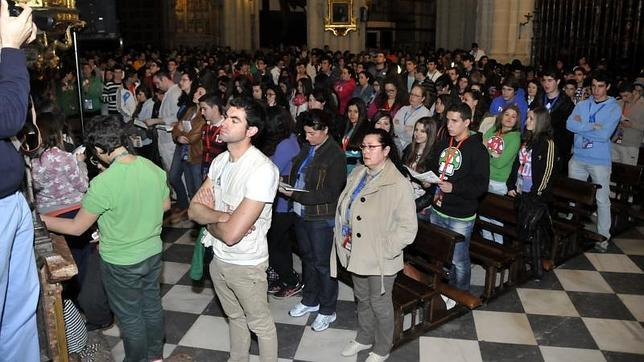 Aumentan los españoles que se declaran católicos y asisten a misa, coincidiendo con el primer año del Papa Francisco