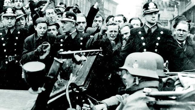 La entrada del ejército alemán en Praga, en marzo de 1939, fue celebrada por una parte de la población