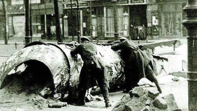 Barricadas en Berlín durante el levantamiento espartaquista de enero de 1919