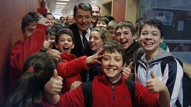 La Comunidad de Madrid extiende el bilingüismo a 17 colegios y 5 institutos