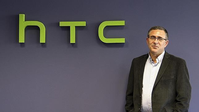 HTC premia al motorista barcelonés que «salvó» a su CEO de un atasco