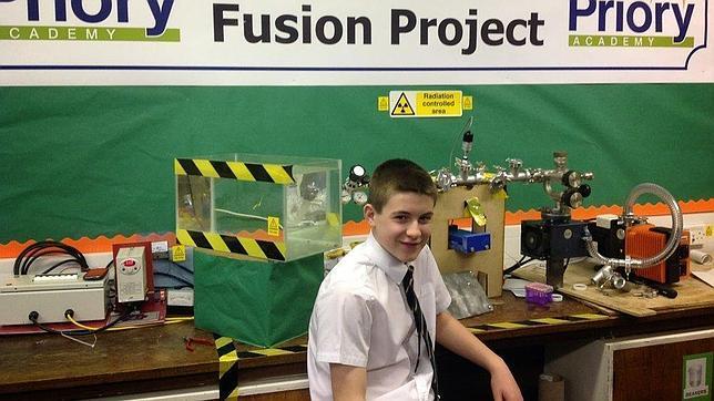 Jamie Edwards, con su reactor de fusión nuclear