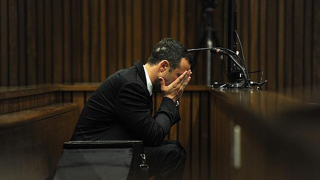 «Dios, déjala vivir, no dejes que muera», suplicó Pistorius junto al cadáver de Reeva