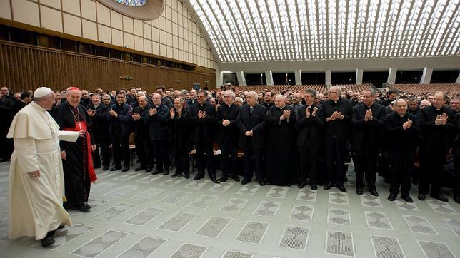 El Papa Francisco, con párrocos de Roma en el Aula Pablo VI el pasado jueves