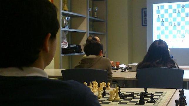 Una clase de ajedrez avanzado en la Escuela de Chamartín.