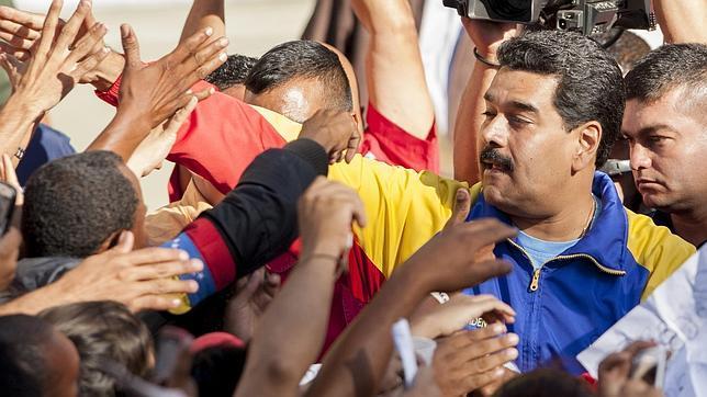 Maduro anuncia una tarjeta electrónica de racionamiento