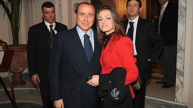 Francesca Pascale: «A Berlusconi le pido todos los días que se case conmigo»