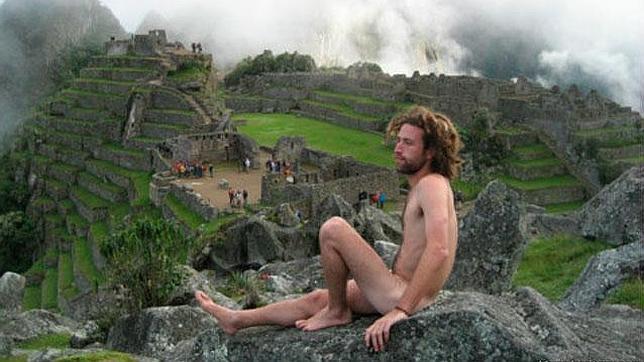 Se pone de moda desnudarse y fotografiarse en el Machu Picchu