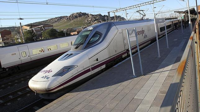 El tren de larga distancia tiene ya más viajeros que el avión dentro de España