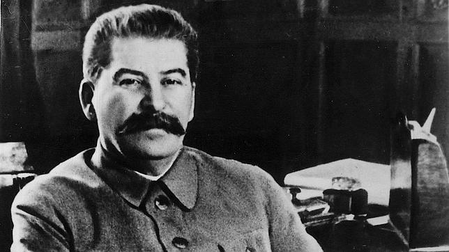 Stalin, en la slla de su despacho