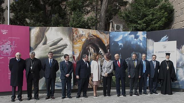 Las autoridades, entre las que se encontraba la presidenta Cospedal y el ministro Wert, a las puertas del Museo de Santa Cruz