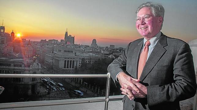 James Vaupel en la terraza del Palacio de Cibeles, en Madrid