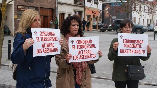 Impiden la entrada de Consuelo Ordoñez al acto de los etarras huidos ABC: 110 años