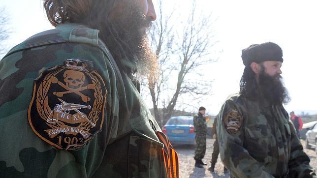 Chétniks y cosacos blindan la anexión a Rusia de la península