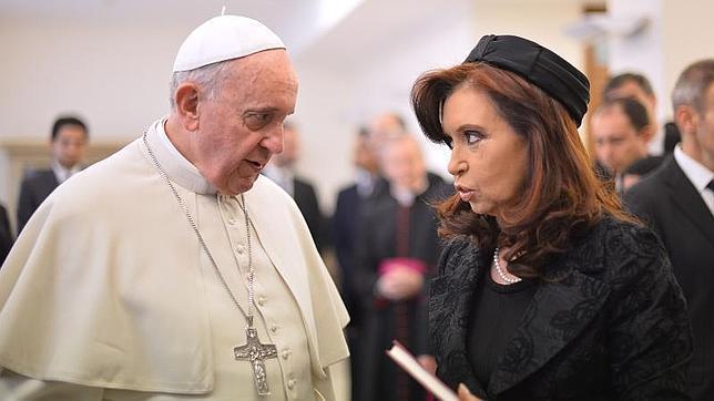 El Papa Francisco invita a Cristina Kirchner a mejorar el diálogo para sacar a Argentina de la crisis