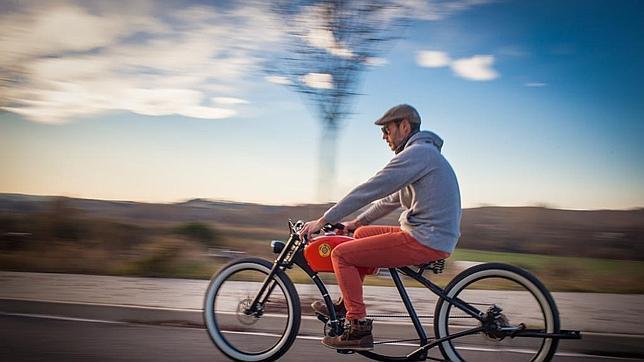 La bicicleta eléctrica que parece una moto antigua