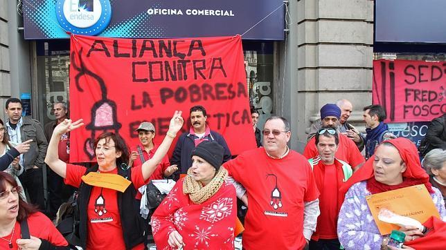 Ocupan una oficina de endesa de barcelona contra los for Oficina endesa sevilla