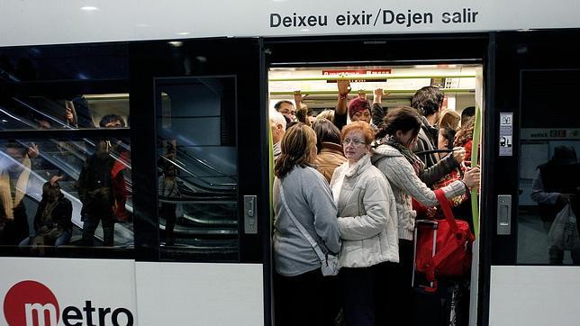 Valencia inicia las pruebas para acceder al transporte público con móviles