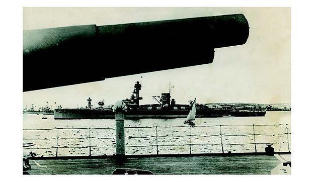 El acorazado alemán «Deutschland», que en 1939 pasaría a llamarse «Lützow» por orden de Hitler, ya que el hundimiento de un barco con el nombre de Alemania sería, según el líder nazi, un golpe moral para el pueblo germano