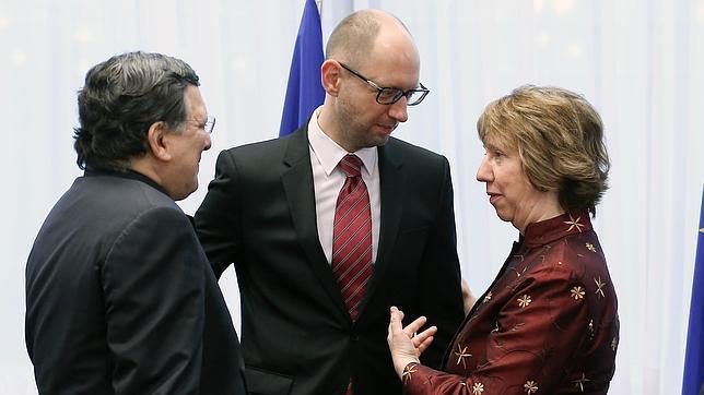 La UE y Ucrania firman la parte política de su acuerdo de asociación