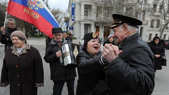 Putin firma la orden que reconoce a Crimea como Estado soberano