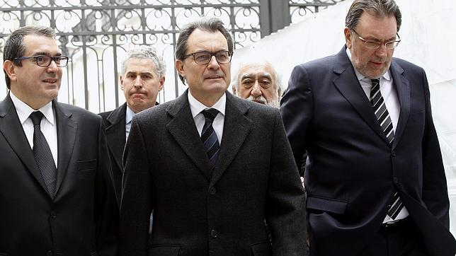 Artur Mas usa el velatorio de Suárez para criticar el «inmovilismo» del Gobierno