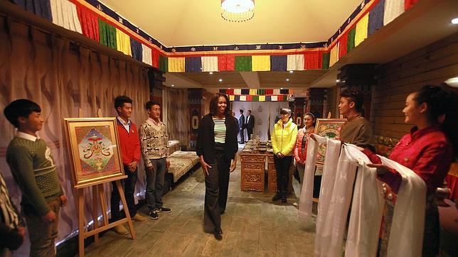 Críticas contra Michelle Obama en China por comer en un restaurante tibetano