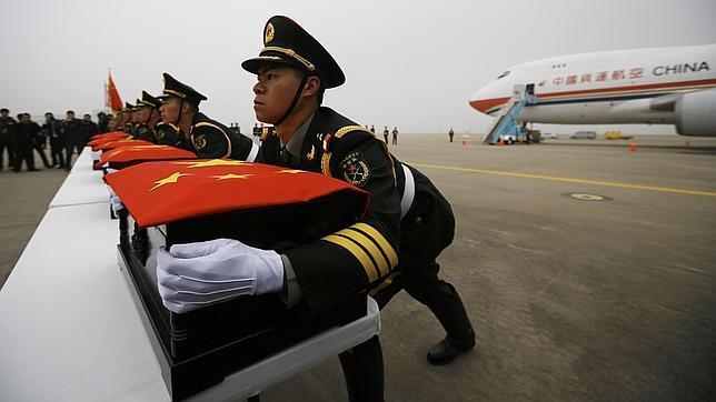 Seúl entrega a China los restos de 437 soldados muertos en la Guerra de Corea