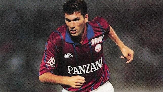Los franceses eligen a Zidane como mejor jugador de la historia de su liga