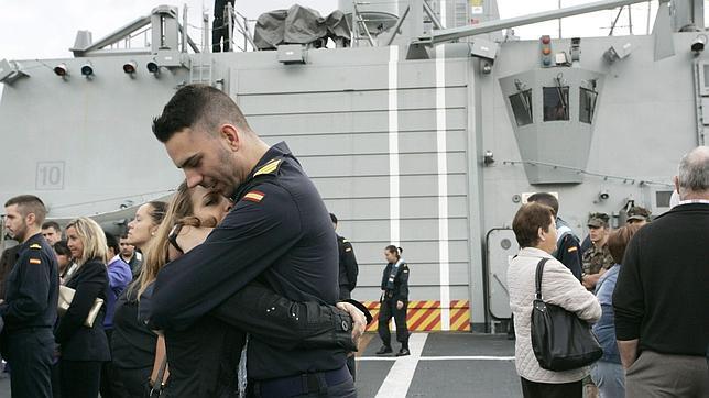 La fragata «Álvaro de Bazán» atraca en Ferrol tras seis meses de lucha en el Índico