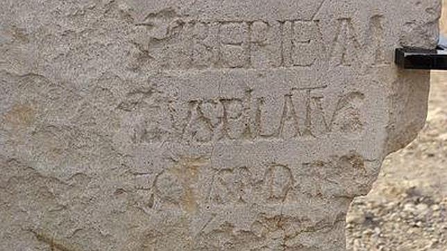Piedra hallada en Cesarea en 1961 con una dedicatoria a Tiberio de Poncio Pilato