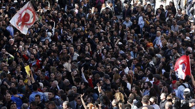 La oposición turca exige un nuevo recuento electoral en varias ciudades
