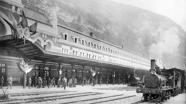 Imagen tomada el día de la inauguración de la estación de Canfranc, el 18 de julio de 1928