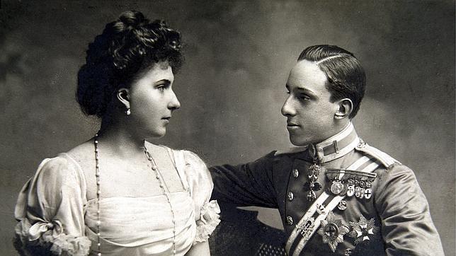 Alfonso XIII, junto a Victoria Eugenia