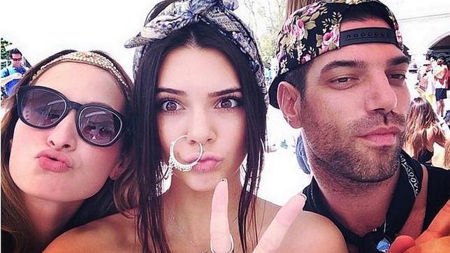 Kendall Jenner y su enorme pendiente en la nariz en el Festival de Música y Artes