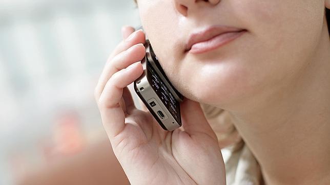 ¿Sabías que el móvil perjudica seriamente tus relaciones sexuales?