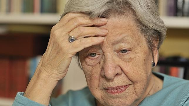 El número de mujeres  con alzhéimer es superior al de hombres