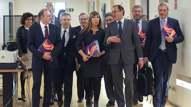 Alfonso Alonsoy Alicia Sánchez Camacho antes de una reunión con Sociedad Civil Catalana. Archivo
