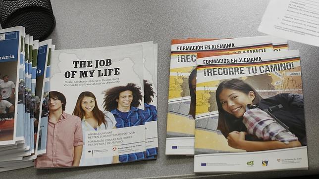 Los jóvenes españoles colapsan un programa alemán para atraer trabajadores