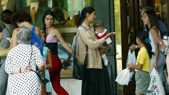 La Subdelegación aboga por una solución integral contra la mendicidad infantil