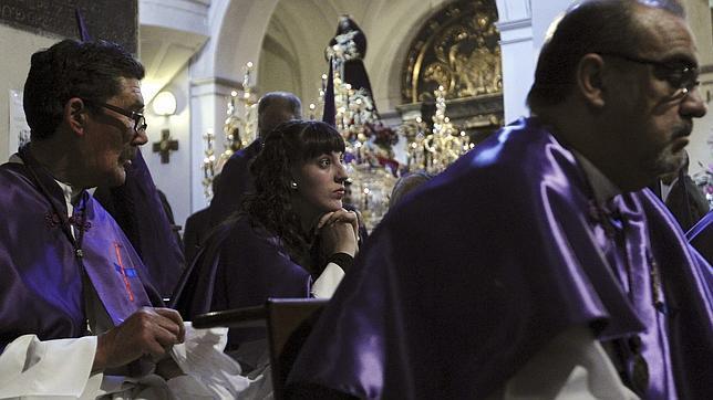 Miles de fieles abarrotan las procesiones del Jueves Santo en el centro de Madrid