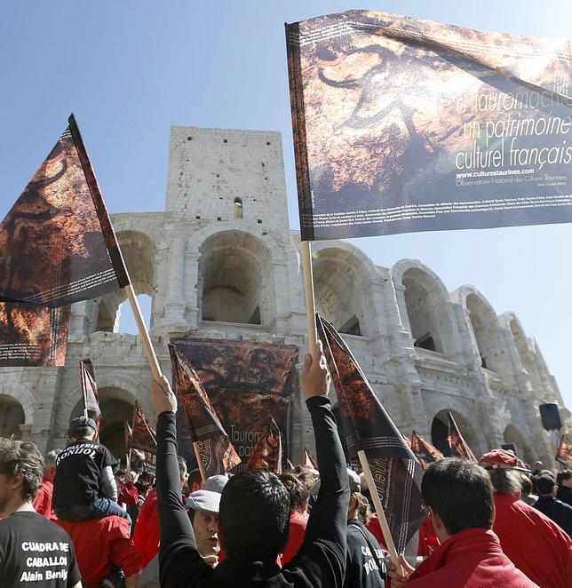 Casi diez mil aficionados en la primera manifestación taurina en Francia