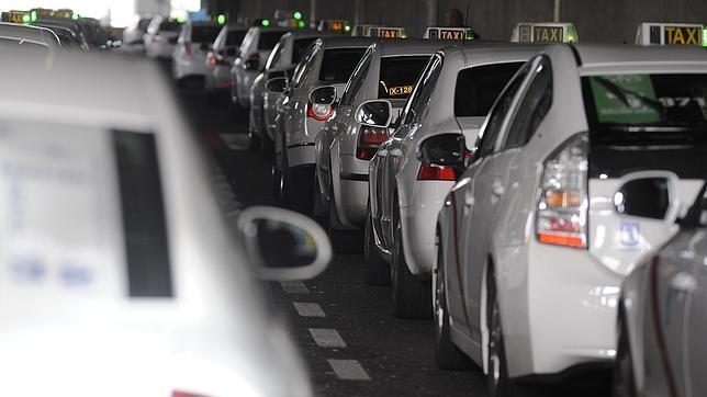 Los taxistas españoles piden el cierre de Uber, la aplicación para pedir chófer
