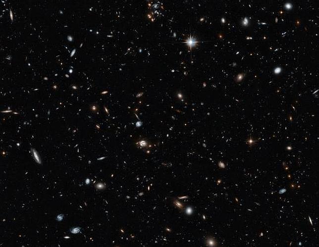 El Hubble fotografía una sección transversal del Universo Heic1408a_625--644x500