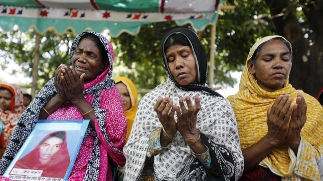 Las víctimas del derrumbe del edificio de Bangladeh piden justicia un año después