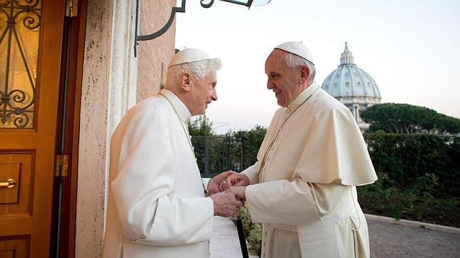 Benedicto XVI asistirá a la canonización como concelebrante