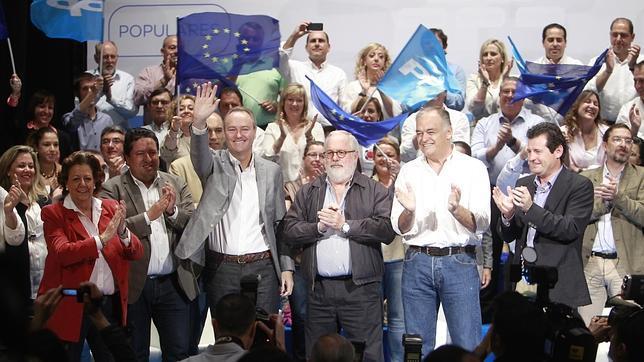 Lanzan un huevo contra González Pons a la entrada a la convención del PP en Castellón