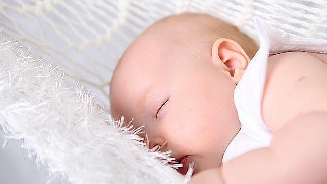 Un «hacker» piratea la cámara para bebés de una pareja estadounidense y espía a su hija mientras dormía